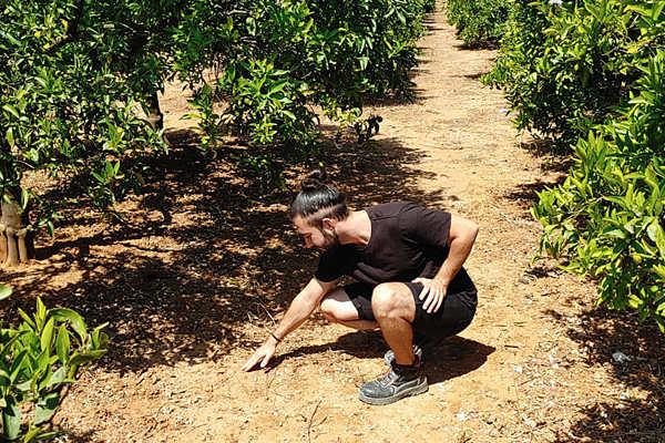 Josep Baruc realizando trabajos de campo