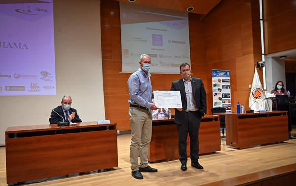 Jorge Palmero no pudo asistir al evento por lo que fue su tutor, Antonio Lidón, quién recogió el galardón