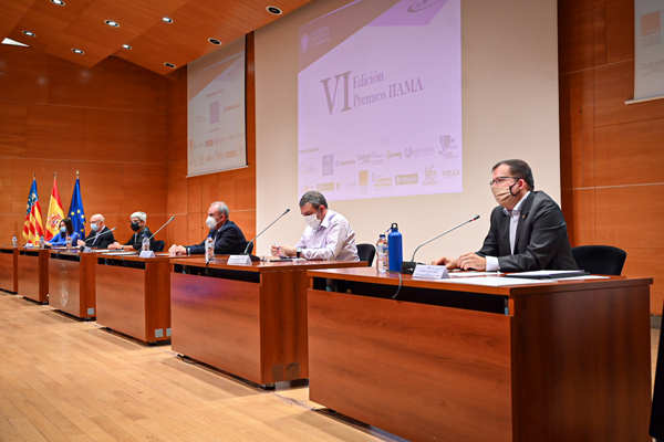 De izquierda a derecha: Elisa Valía, Manuel Alcalde, Rosa Puchades, Teodoro Estrela, José Vicente Benadero y Manuel Pulido